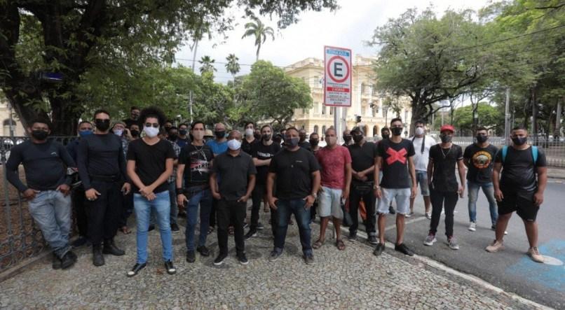 Produtores de evento protestam após Governo de Pernambuco proibir festas e shows