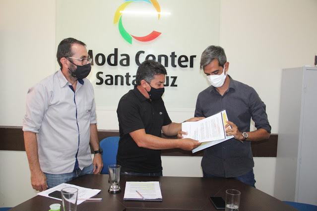 Gestores do Moda Center recebem prefeito eleito de Santa Cruz do Capibaribe para discutir pauta relacionada ao centro atacadista