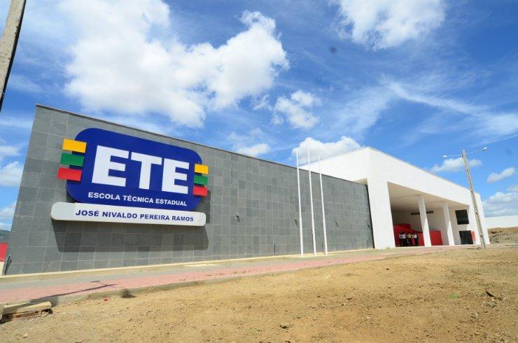 ETE de Santa Cruz do Capibaribe abre inscrições para cursos técnicos gratuitos