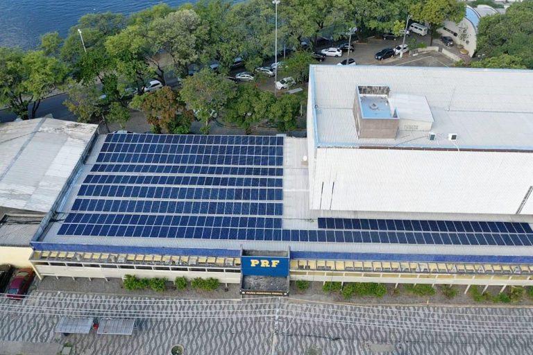 PRF em Pernambuco inova produzindo energia através de painéis solares