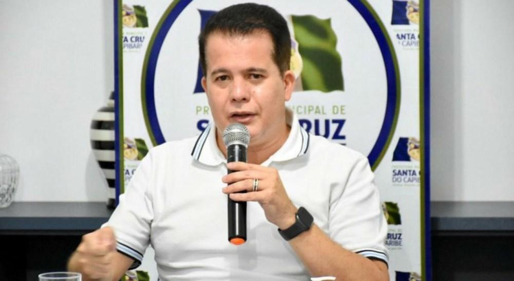 Edson Vieira afirma que ruas asfaltadas nesta terça-feira (23) foram conquistas em convênio na sua gestão