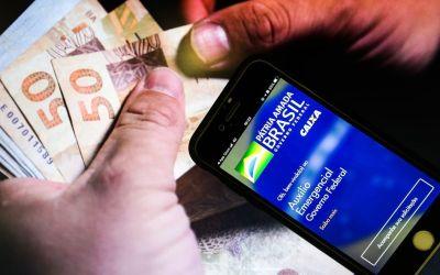 Bolsonaro diz que auxílio emergencial deve ficar em R$ 250 por quatro meses