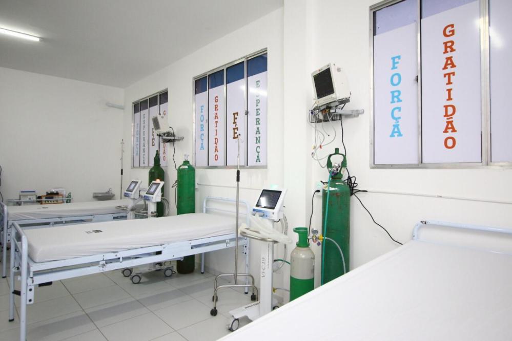 Fábio Aragão compra mais 20 cilindros de oxigênio para o hospital de campanha do município