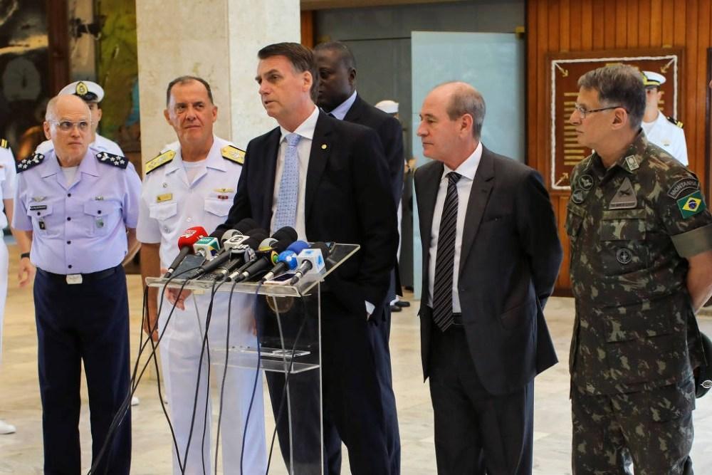 Comandantes do Exército, da Aeronáutica e da Marinha pedem demissão por discordarem de Jair Bolsonaro