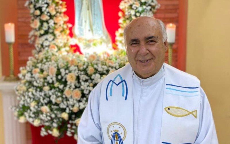 Corpo de padre Bianchi Xavier é sepultado em Caruaru