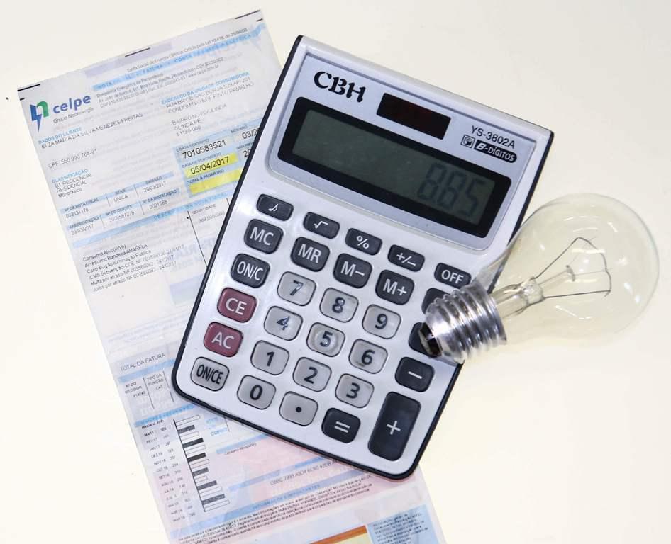 Clientes podem parcelar em até 24 vezes contas de energia através do cartão de crédito