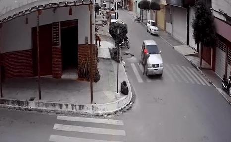 Homem é atropelado por automóvel em área central de Santa Cruz do Capibaribe