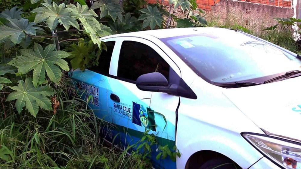 Veículo da Prefeitura de Santa Cruz do Capibaribe abandonado há mais de 1 ano é localizado em Caruaru