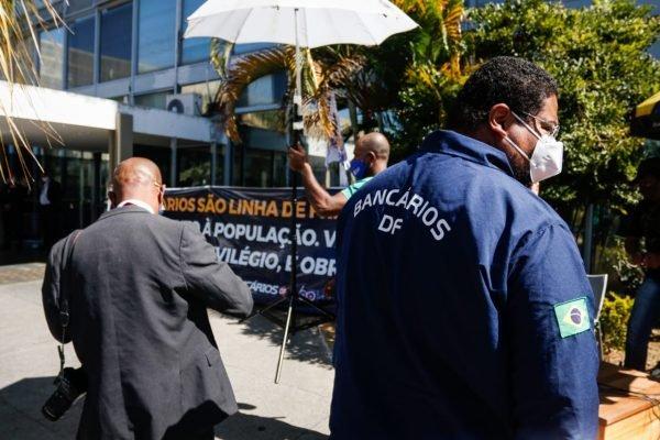 Ministério da Saúde inclui bancários e empregados dos Correios no PNI
