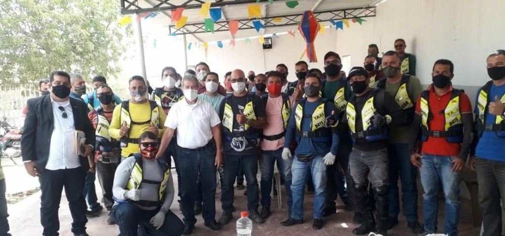 Deputado Gonzaga Patriota visita associação de mototaxistas em Santa Cruz do Capibaribe