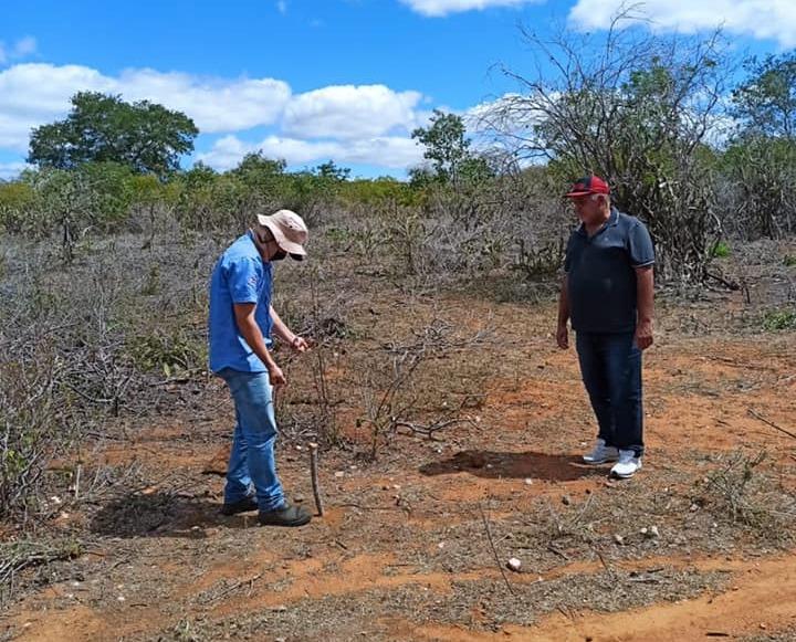 Vereador José Manoel monitora marcação de pontos para perfuração de poços artesianos na zona rural de Santa Cruz