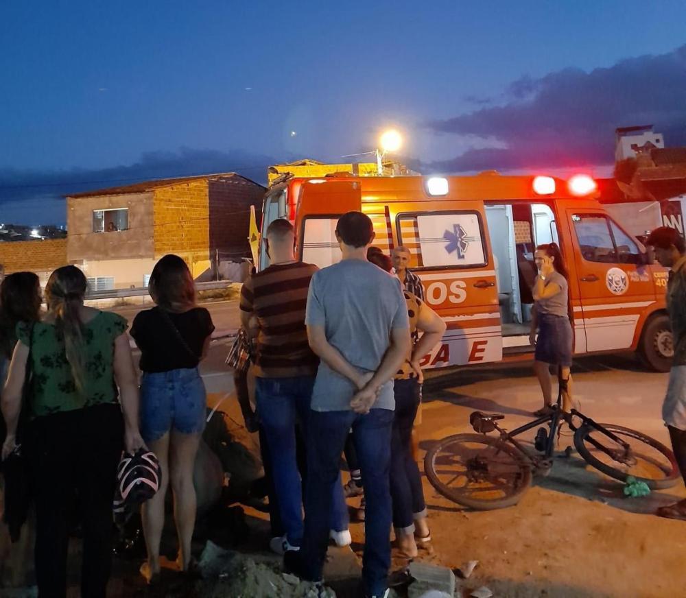 Ciclista fica ferida ao colidir em cachorro em Taquaritinga do Norte