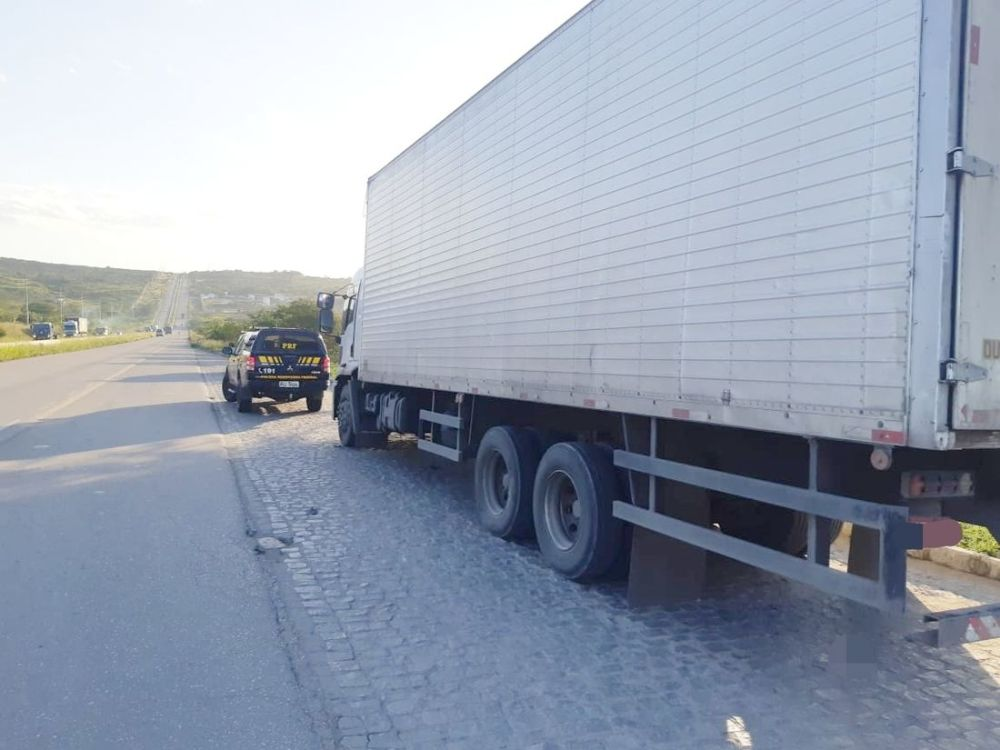 Polícia recupera carga de aguardente roubada em Caruaru, no Agreste do Estado