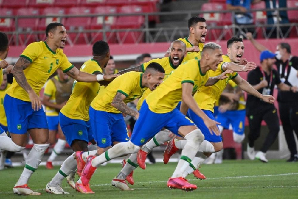 Em jogo fraco das duas equipes, Brasil bate México nos pênaltis e está na final do futebol masculino