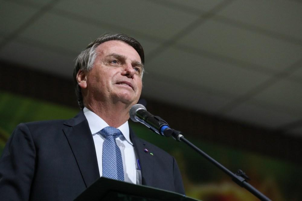 Bolsonaro sugere que governadores zerem o ICMS para baixar o valor do gás de cozinha