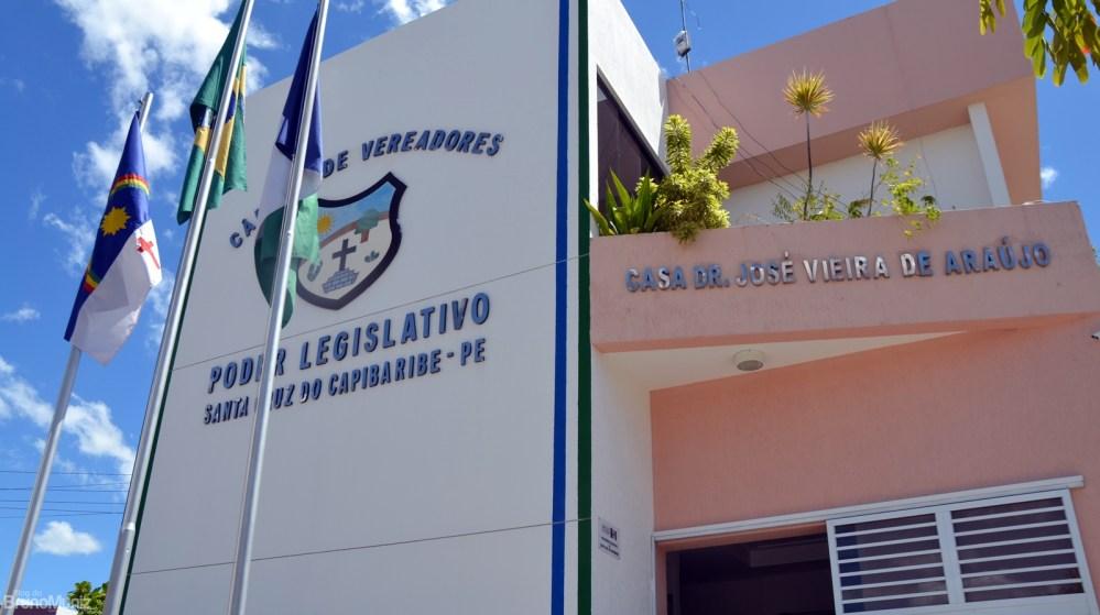 Presidente da Câmara de Santa Cruz do Capibaribe divulga projeto de reforma em plenário