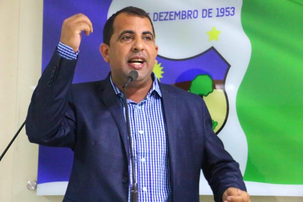 """""""Teve vereador que trouxe de Brasília uma foto com Bolsonaro"""", dispara Carlinhos da Cohab"""