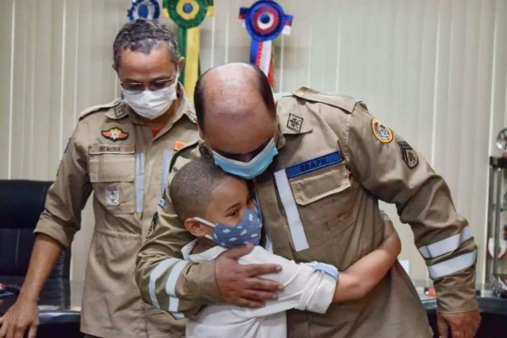Pernambuco – Bombeiros reencontram criança que resgataram há 5 anos, quando ainda bebê