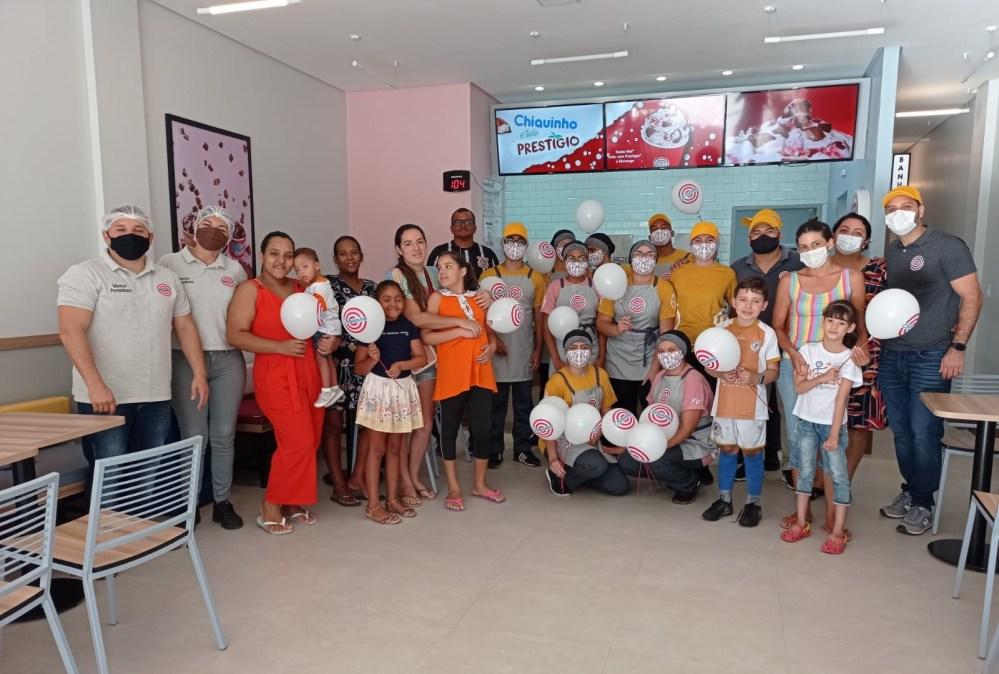 Chiquinho Sorvetes em Santa Cruz realiza pré-inauguração voltada para ação social desenvolvida em parceria como a AADESC
