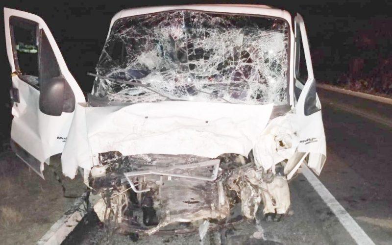 Motorista morre após colisão frontal entre caminhonete e furgão na BR 232 em Belo Jardim