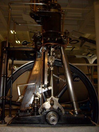 Motor original de Rudolph Diesel. Esse é o primeiro motor a diesel do mundo.
