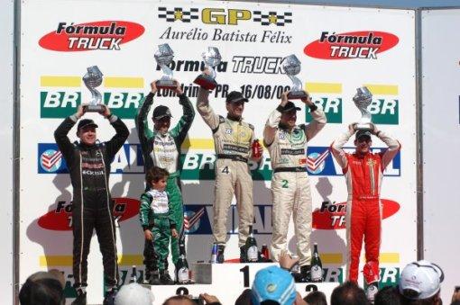 Pódio da esquerda para a direita: Wellington Cirino (4º), Roberval Andrade (2º), Felipe Giaffone (1º), Valmir Benavides (3º), Beto Monteiro (5º)
