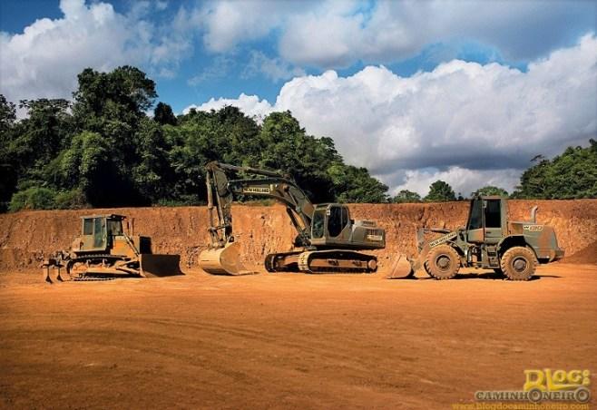 nh_construction___maquinas_camufladas