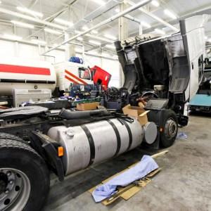 """BNDES pede que caminhoneiro """"aguarde um pouco mais"""" para obter crédito para manutenção de caminhão"""