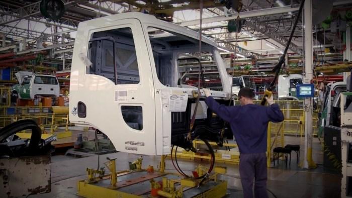 cabine-ford-linha-de-montagem