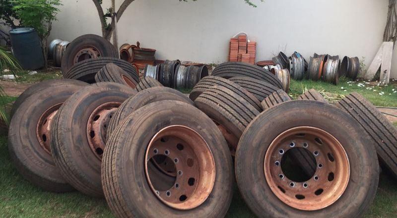 Polícia recupera pneus roubados por quadrilha especializada em assalto a caminhões