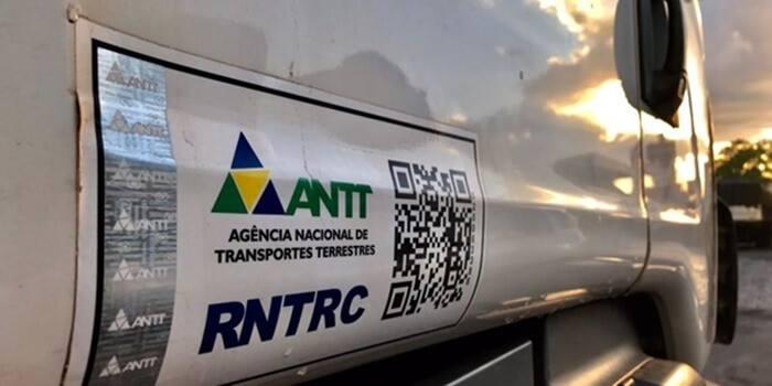 Ministro anuncia fim do adesivo do RNTRC