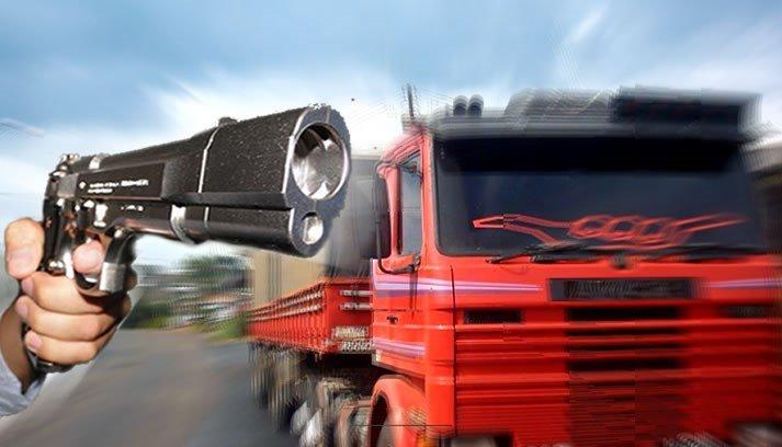 """""""Me forçaram a tomar 1 litro de pinga"""", diz motorista de caminhão roubado e encontrado em São Roque"""