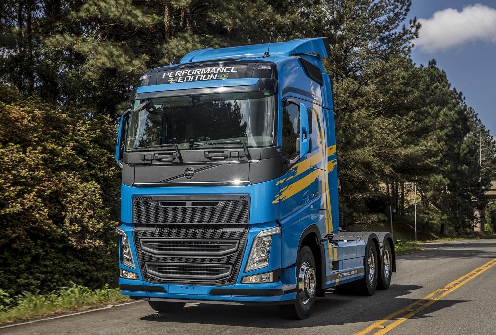 Volvo apresenta série especial Performance Edition do FH na Fenatran