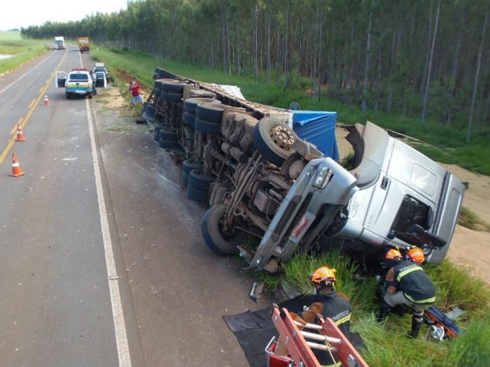 """Justiça afasta justa causa de motorista que bateu o caminhão após sofrer """"apagão"""" ao volante"""