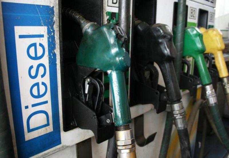 Em meio à greve, Petrobras anuncia nova alta dos combustíveis