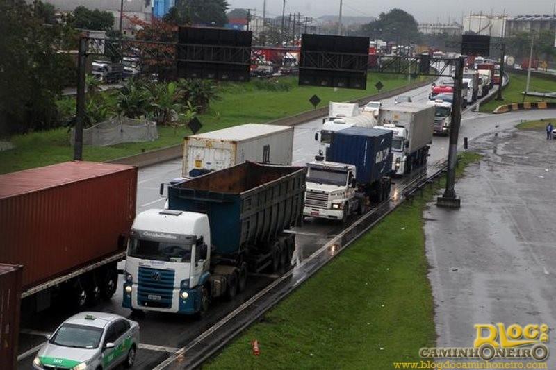 Em 90 dias, mais de 3,7 mil caminhões são multados na Via Anchieta