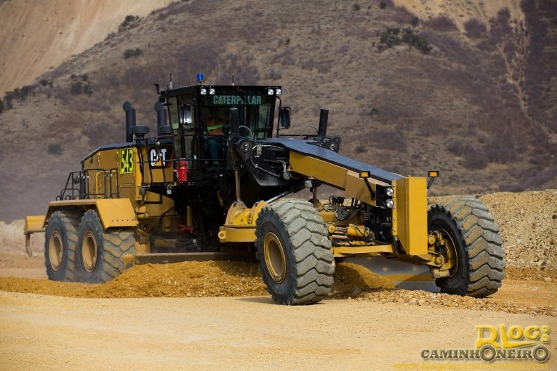 Caterpillar apresenta a gigantesca motoniveladora Cat 24