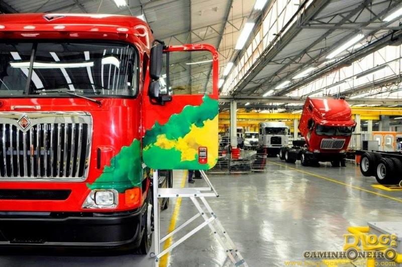 Bens da fábrica da International Caminhões vão a leilão