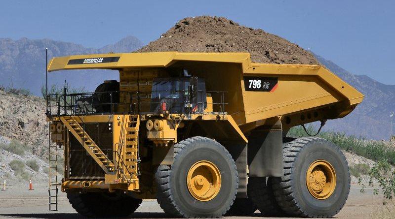 Caterpillar apresenta dois novos caminhões gigantes
