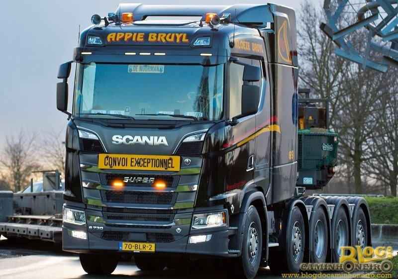 Empresa da Holanda compra o primeiro Scania S730 V8 10x4