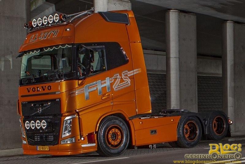 Caminhoneiro da Holanda recebe Volvo FH 25 anos mais que especial