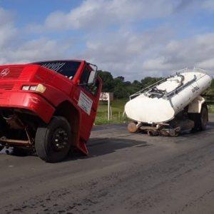 VÍDEO: Caminhão parte ao meio em Alagoas
