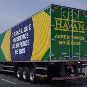 Lojas Havan renovam frota com caminhões patriotas