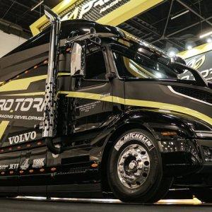 Pro Tork cria caminhão gigante Super Truck