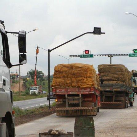Projeto que pode autorizar excesso de peso em caminhões vai à sanção presidencial
