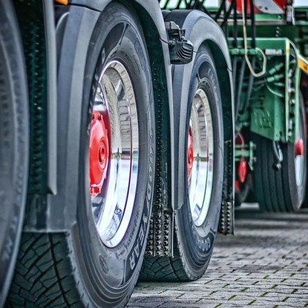 Empresa é condenada por exigir jornada além do limite de caminhoneiros