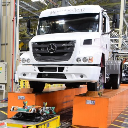 Mercedes-Benz coloca o Axor 2036 como substituto do Atron 1635