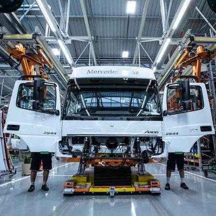 Produção de caminhões cresce quase 38% em fevereiro