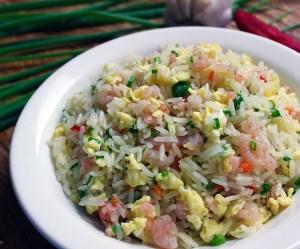 Arroz chop suey de camarão