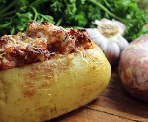 Batata Recheada com linguiça e tomate seco